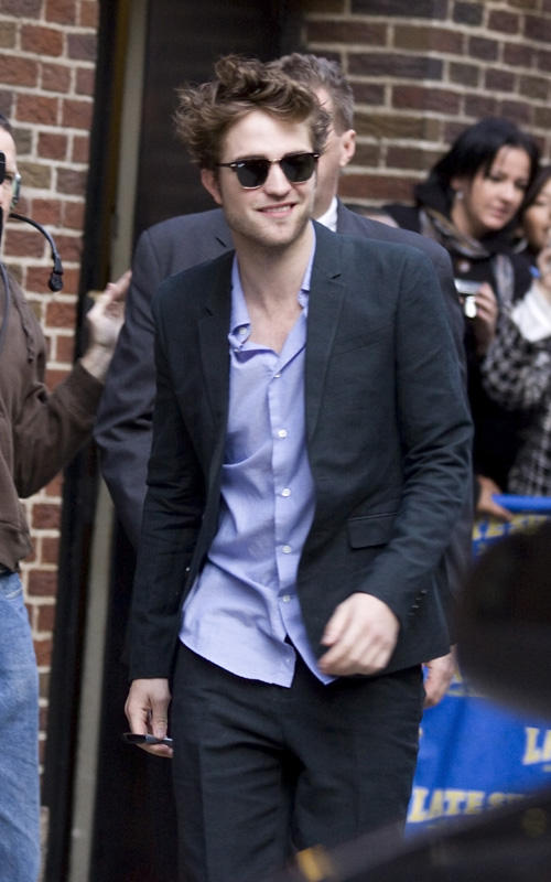 Robert Pattinson Photo at Drop Late Show