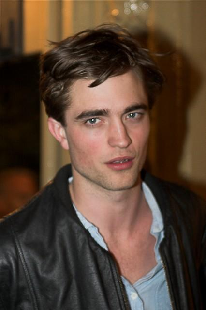 Robert Pattinson Hot Face Look