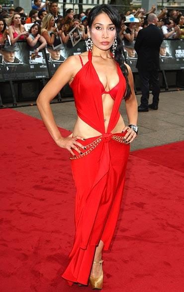 Sofia Hayat Hot Red Dress On Red Carpet