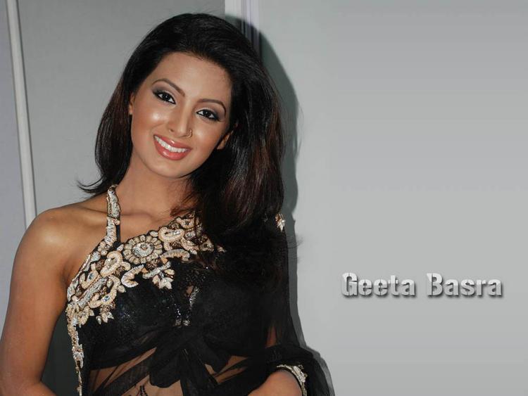 Geeta Basra beautiful look in saree