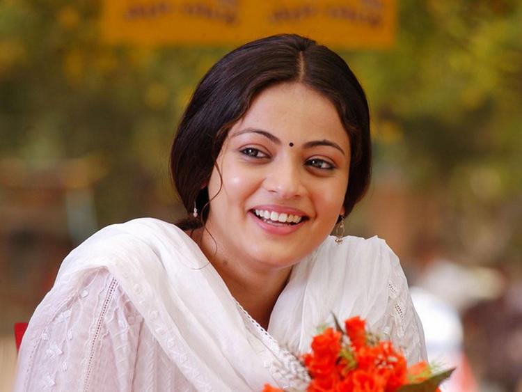 Cute Actress Sneha Ullal Pic