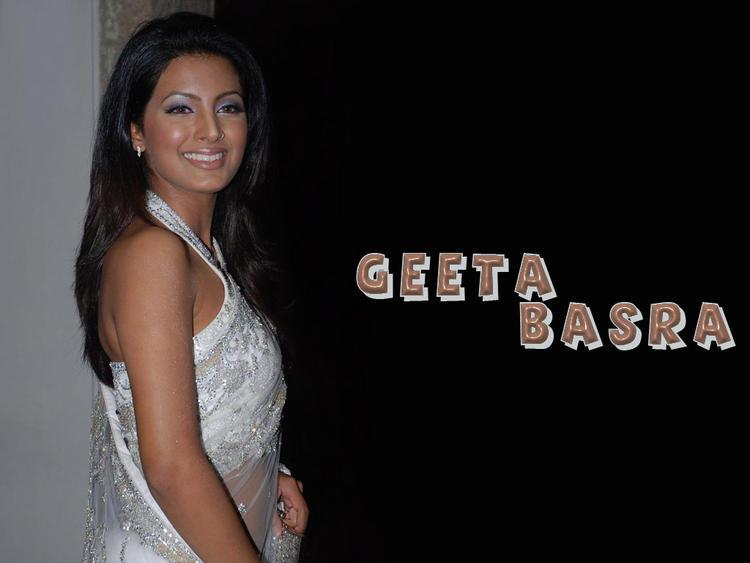 Geeta Basra in amazing saree