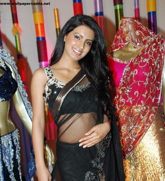 Geeta Basra looking hot in black saree