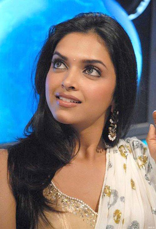 Deepika Padukone Nice Look Wallpaper