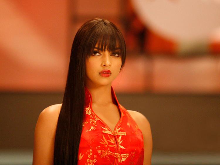 Deepika Padukone Barbie Cut Hair Style Pic