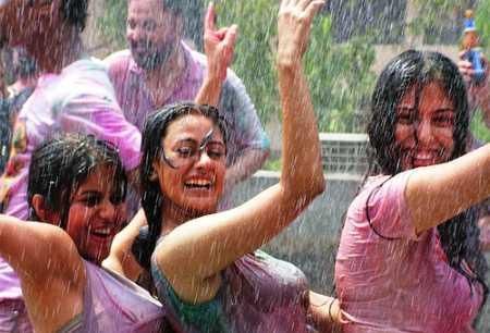 Yana Gupta celebrates holi