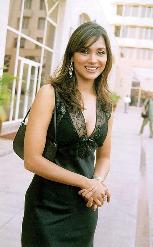 Lara Dutta Beauty Smile Pic