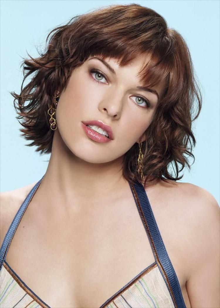 Milla Jovovich Sexy Romantic Look Pic