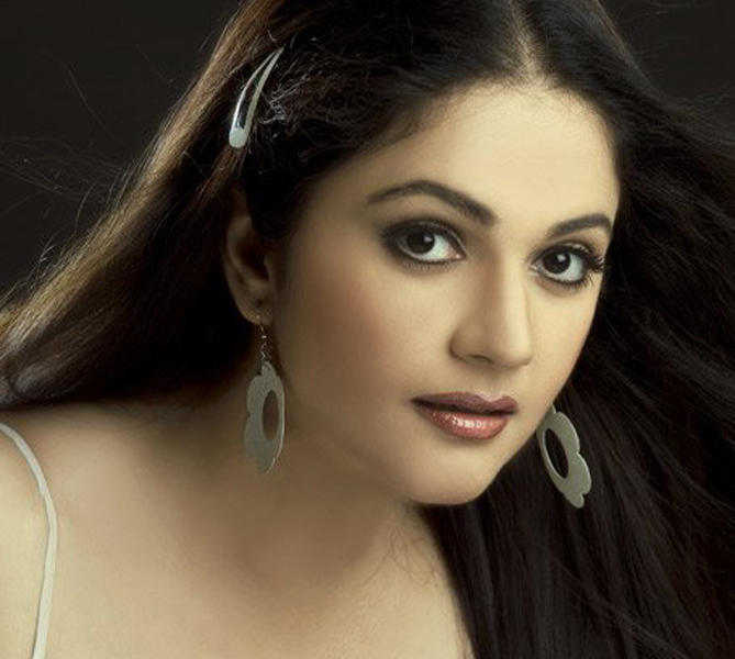Gracy Singh Sexy Eyes and Wet Lips Wallpaper