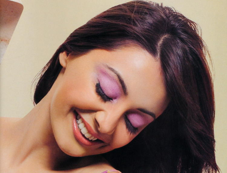 Minisha Lamba Sexy Smile Wallpaper