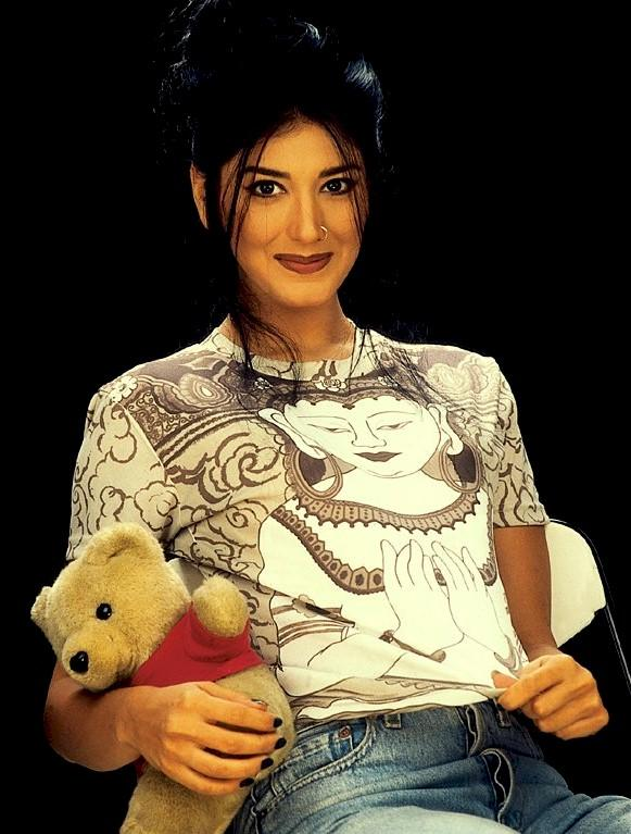 Sonali Bendre Cute Teddy Bear Wallpaper