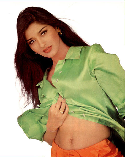 Sonali Bendre Light Green Color Shirt Wallpaper