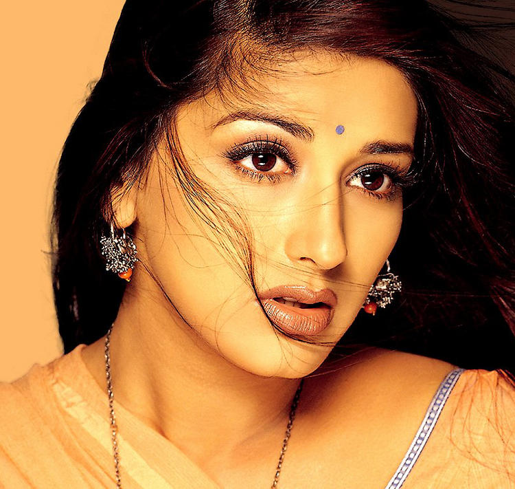 Sonali Bendre Romantic Look Wallpaper