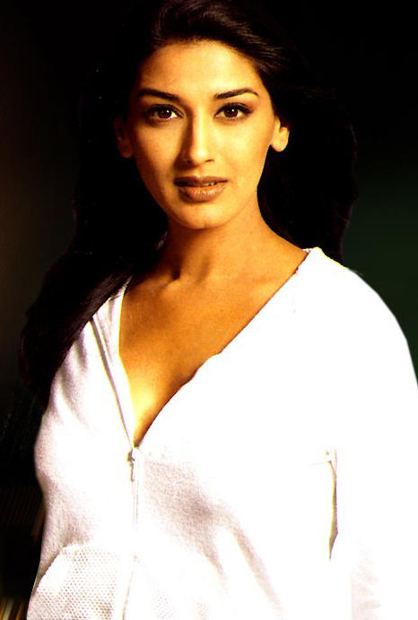 Sonali Bendre White Shirt Wallpaper
