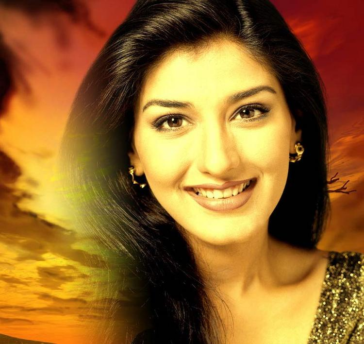 Sonali Bendre Latest Gorgeous Wallpaper