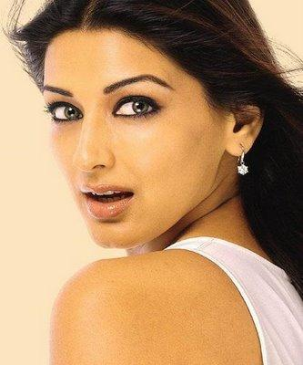 Sonali Bendre Hot Sexy Look Wallpaper