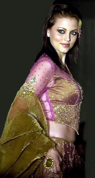 Yana Gupta with amazing dress wallpaper