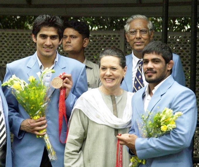 Vijendra Kumar,Sonia Gandhi and Sushil Kumar Photo