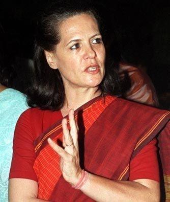 Sonia Gandhi Red Saree Glorious Photo