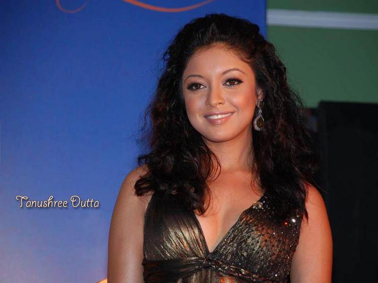 Tanushree Dutta Curly Hair Style Photo