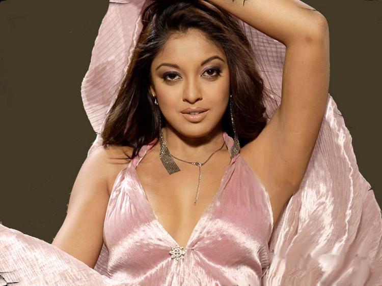 Tanushree Dutta Beautiful Face Look Wallpaper