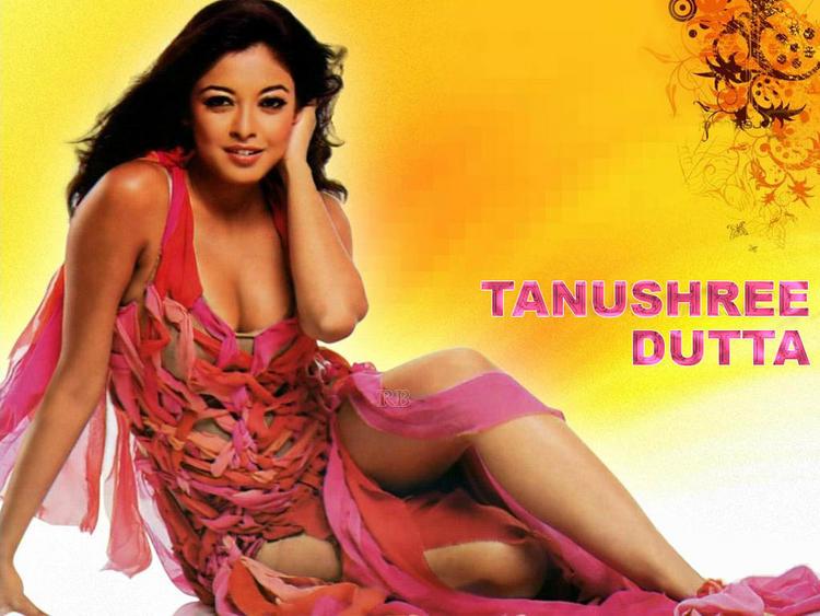 Charming Actress Tanushree Dutta Wallpaper