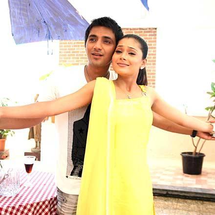 Sara Khan and Ali Merchant Romance Still