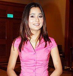 Sara Khan Pink Shirt Gorgeous Picture
