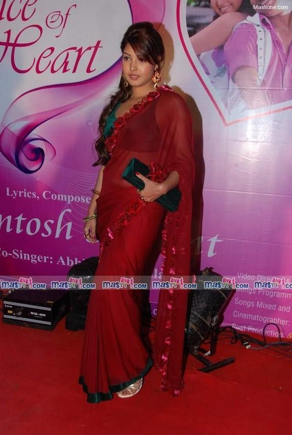 Sara Khan Red Saree Latest Still