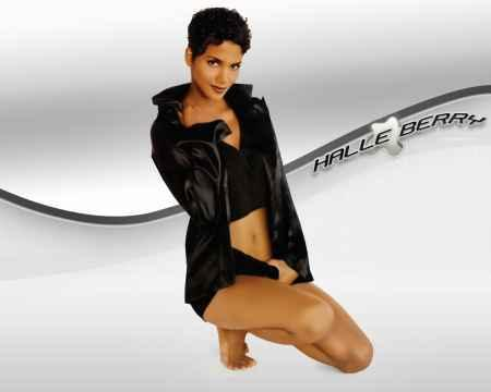 Halle Berry Hot Stylist Pose Wallapper