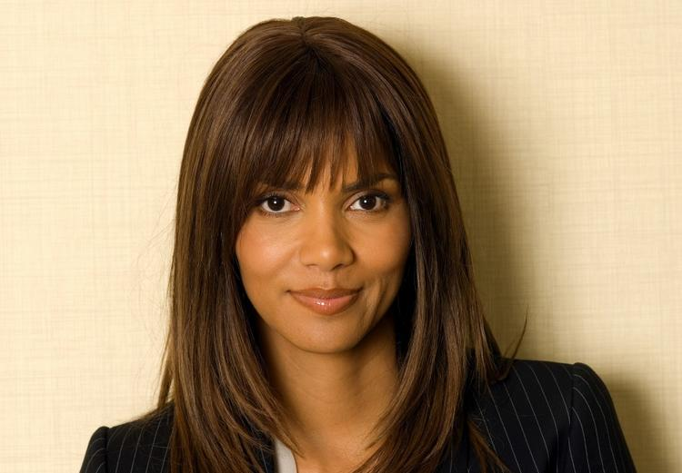 Halle Berry Hair Style Beauty Smile Wallpaper