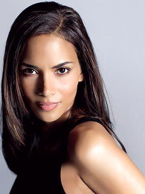 Halle Berry Romantic Look Glamour Wallpaper