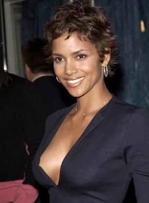 Halle Berry Side Boob Show Pic