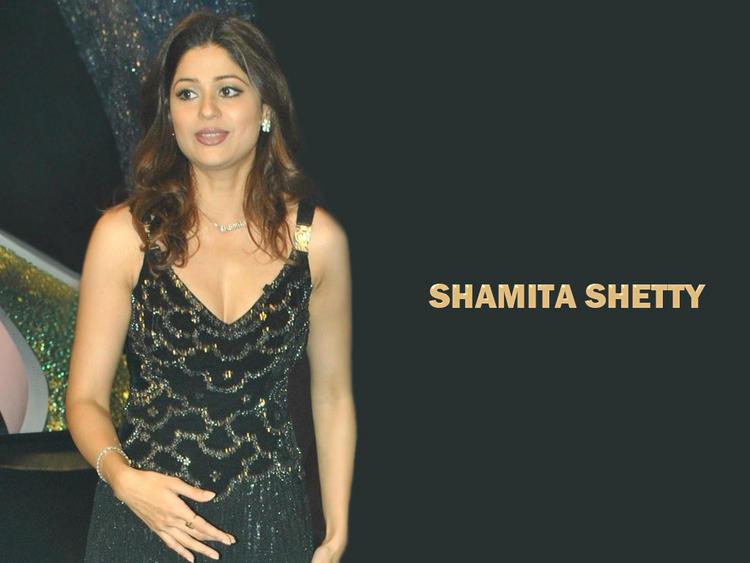 Shamita Shetty Beautiful Face Look Wallpaper