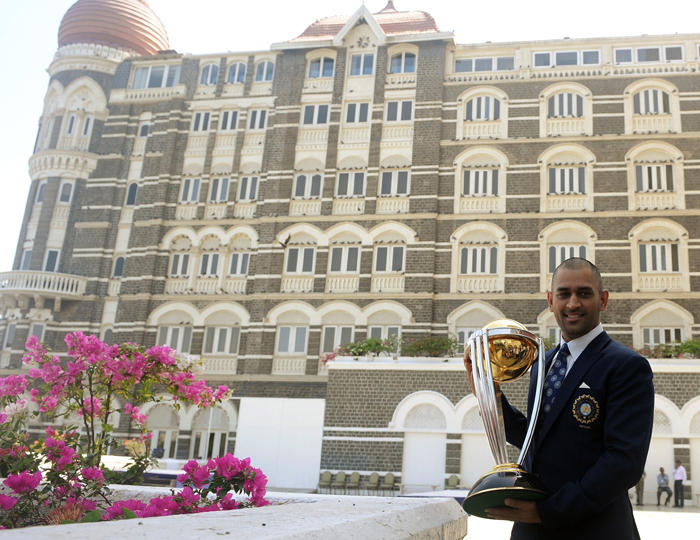 Dhoni Poses With The ICC Cricket World Cup Front Side Taj Mahal Hotel in Mumbai
