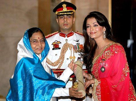 Pratibha Patil and Aishwarya Rai Award Photo