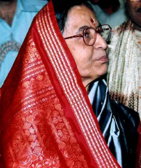 Pratibha Patil Red Saree Side Face Look