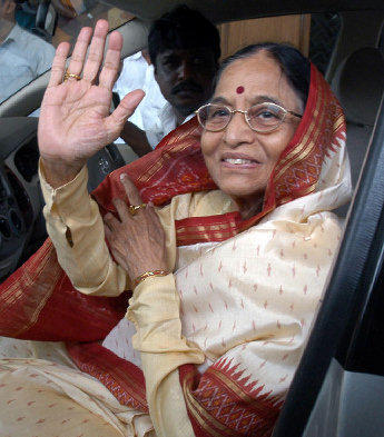 Pratibha Patil Photo With In Car
