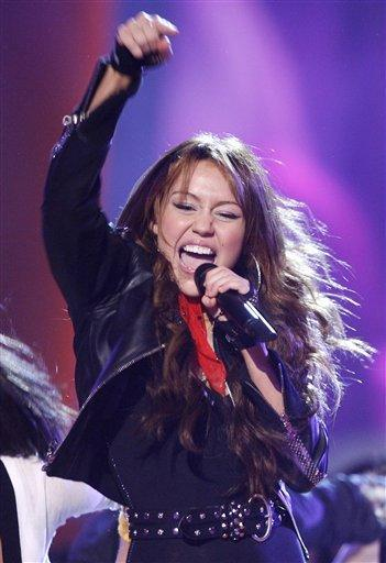 Miley Cyrus Hot Singing Photo