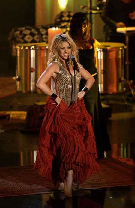 Shakira Perform On The Stage