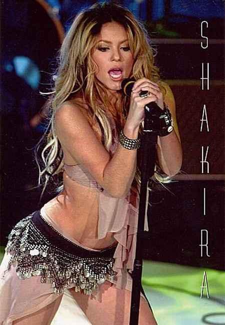 Shakira Performsnce Wallpaper