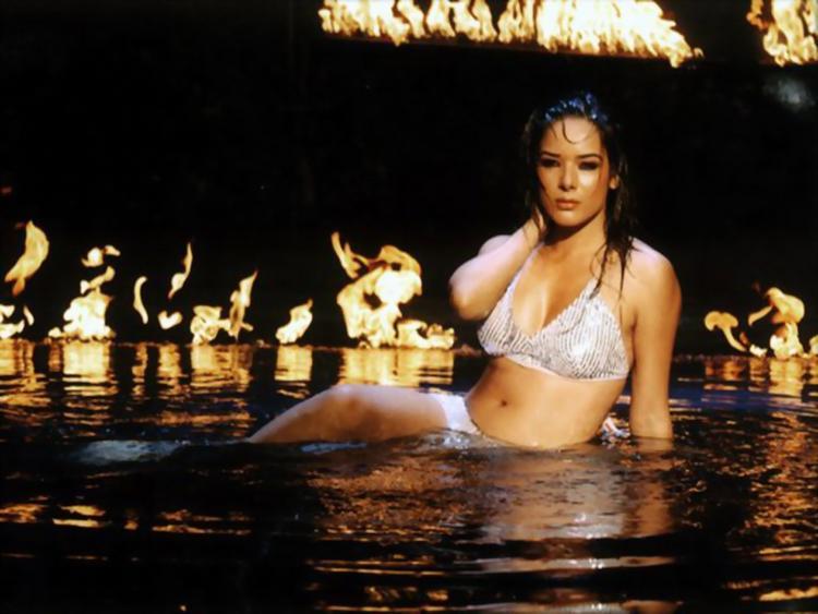 Udita Goswami hot in bikini
