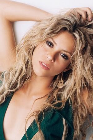 Shakira Green Dress Sexiest Wallpaper