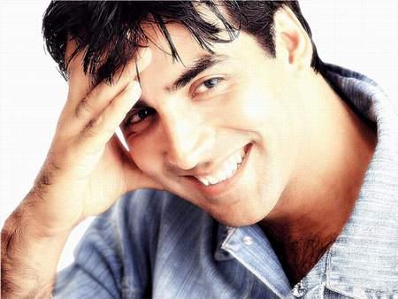 Akshay Kumar Sexy Smile Wallpaper