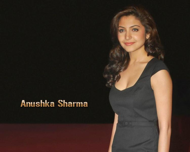 Anushka Sharma Beautiful Face Look Wallpaper