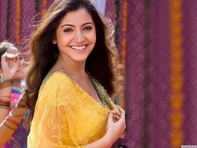 Anushka Sharma Smilling Face Wallpaper