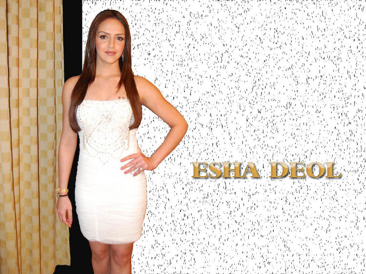 Esha Deol Charming Wallapper