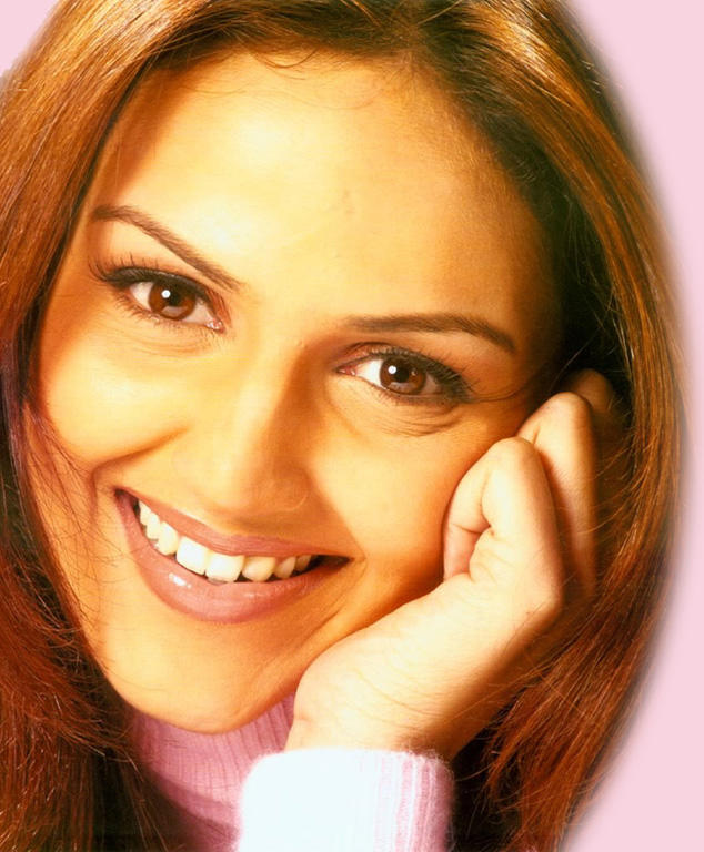 Esha Deol Beautiful Eyes Wallpaper