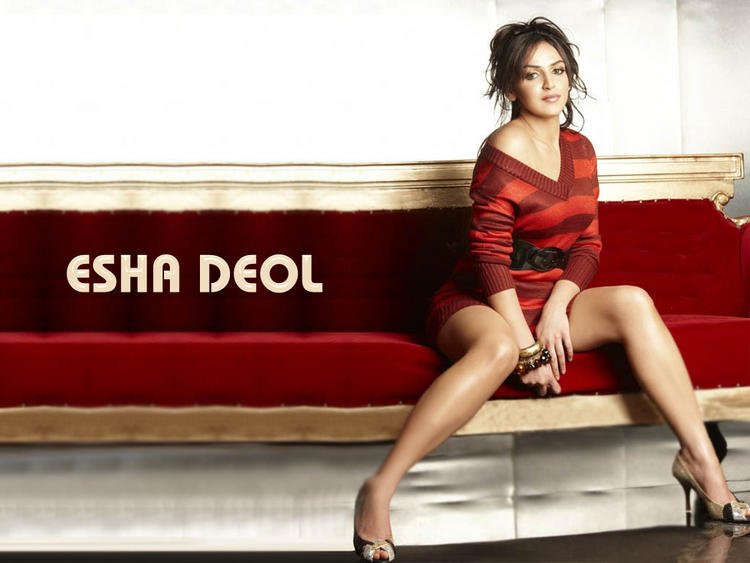 Esha Deol Red Dress Awesome Face Wallpaper