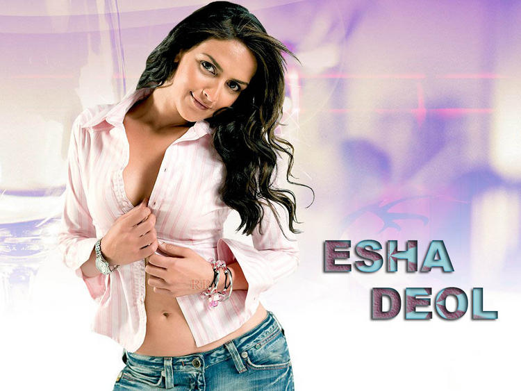 Esha Deol Sexy Pose Opening Dress Wallpaper